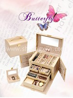 Classic Pearly Beige Leatherette Jewellery Box