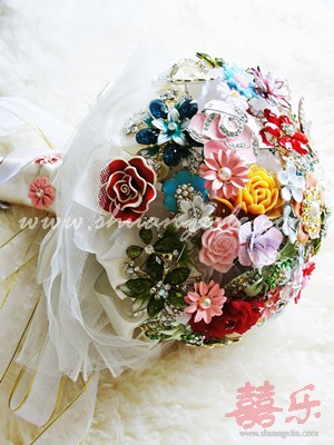 Vintage Jewelled Brooch Bouquet
