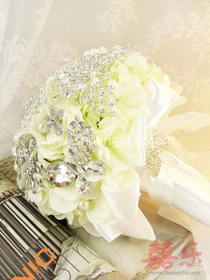 Heirloom Jewelled Brooch Bouquet